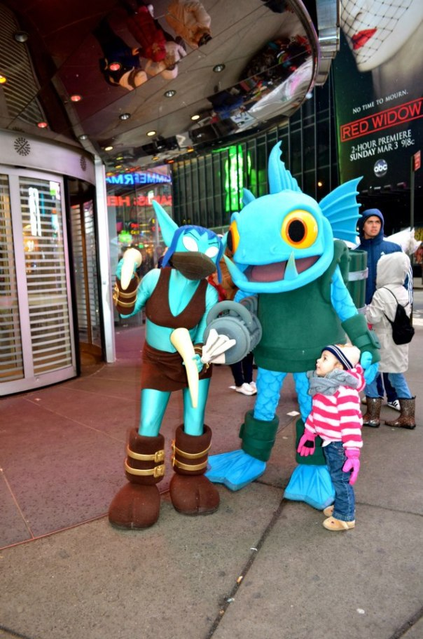 toys-r-us-new-york-times-square-skylanders-event-2013